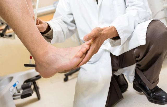 Почему немеет правая сторона - советы врачей на каждый день