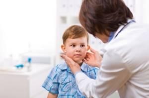 Как лечить покраснение шеи и локтевого сгиба у ребенка 3,5 лет - советы врачей на каждый день