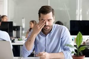 Почему болит глаза и голова - советы врачей на каждый день