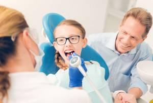 Ребенку год, крошатся зубы - советы врачей на каждый день