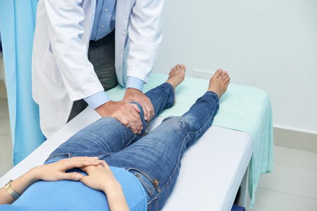 Боли сильные в ногах.особено в коленях - советы врачей на каждый день